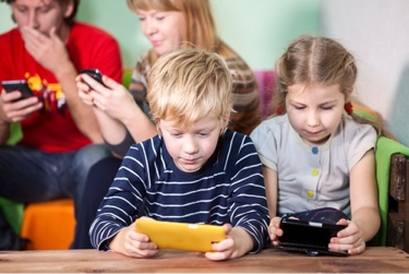 children-and-smartphones